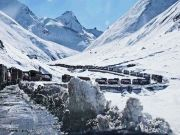 http://www.hlimg.com/images/deals/180X135/Zojila-Pass-reopens-for-traffic-800-stranded-vehicles-move-towards-Sonamarg1488881142-0.jpg