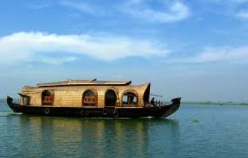 Deluxe Houseboat In Kerala Package