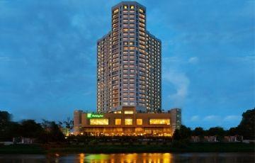 Holiday Inn Chiang Mai with Doi Suthep Tour