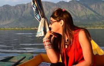 Romantic Srinagar 4 Nights / 5 Days
