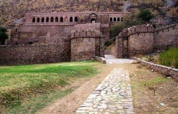 Bhangarh Haunted City With Jaipur Tour