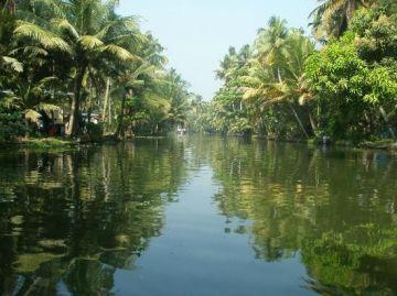 Backwater & Beaches Of Kerala 5 Nights 6 Days