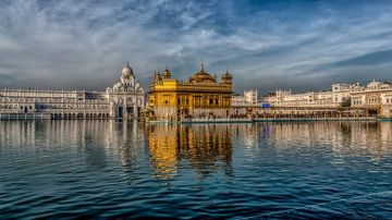 BOOK YOUR TRIP TO VISIT GOLDEN TEMPLE IN AMRITSAR WITH OUR B
