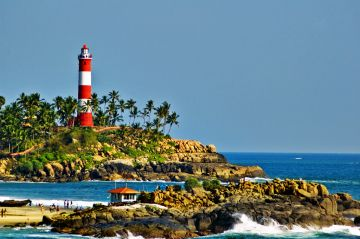 BEST BEAUTIFUL TOURIST PLACES IN KOVALAM