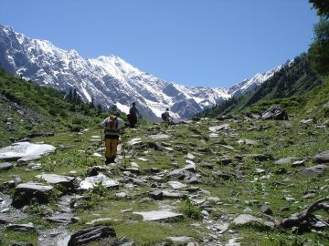 MOST AMAZING HIMALAYAN TREKS TREK TO BAEASKUND