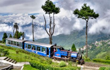 DARJEELING ECONOMICALLY CHEAP PLACES TO VISIT IN INDIA