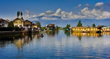 KASHMIR ONE OF THE BEST WARM WEATHER DESTINATIONS IN INDIA IN NOVEMBER