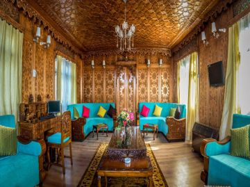Kashmir Luxury Package for 4 Nights & 5 Days