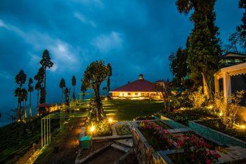 LUXURY TOUR AT CHIABARI TEA PLANTATION DARJEELING