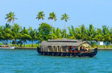 Kerala Tour Package with Houseboat - Off Season