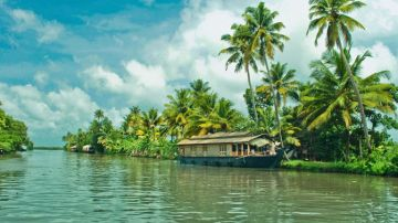 4 nights & 5 Days Kerala holiday package with Munnar, Thekkady and Allepey