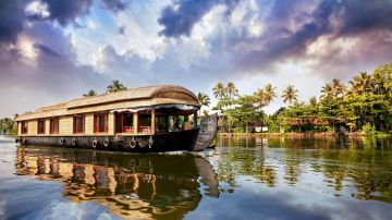 Amazing Kerala Enticingly Honeymoon Tour Package