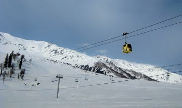 4 nights & 5 days Gulmarg Skiing Tour Package