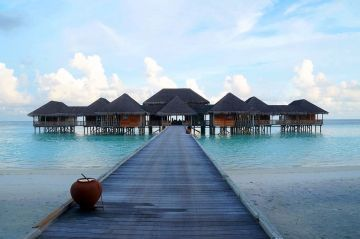 4 Nights and 5 Days Maldives Honeymoon Tour Trip