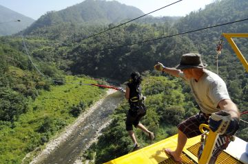 Jumpin Heights (Bungy+Giant swing)