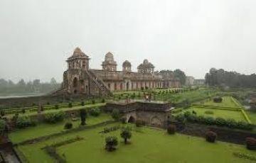 Ujjain + Maheshwar + Omkareshawr + Mandu Tour 04 Nights &