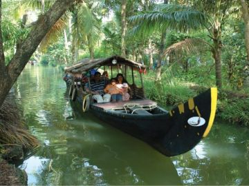 8 DAYS LUXURY South Kerala Holiday Package @ 35,500/ HONEYMO