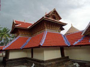 Thiruvalathur Thrikarthika Chuttuvilakku