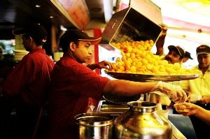 10 Most Famous Joints to Enjoy Street Food in Mumbai