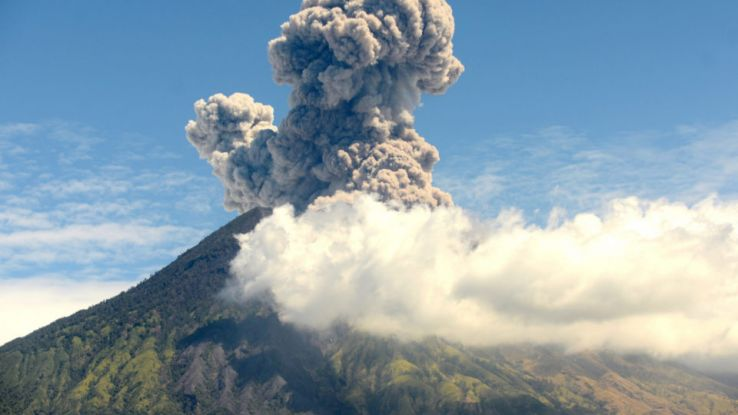 Mt Agung blows again, Is it safe to travel? Find out here.