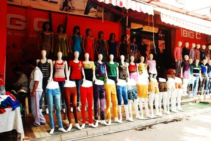 Street shopping in Delhi