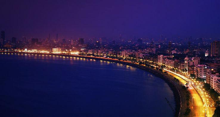 Marine drive Mumbai a reason to pack and reach Mumbai right away