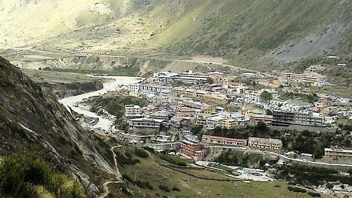 800px-Badrinath_Valley,_along_the_Alaknanda_River,_Uttarakhand_large_5202ab02-eecc-4970-b47f-fa6efcd333fc.jpg
