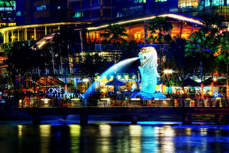 A_Night_Perspective_on_the_Singapore_Merlion_(8347645113)_1468574267u50.jpg
