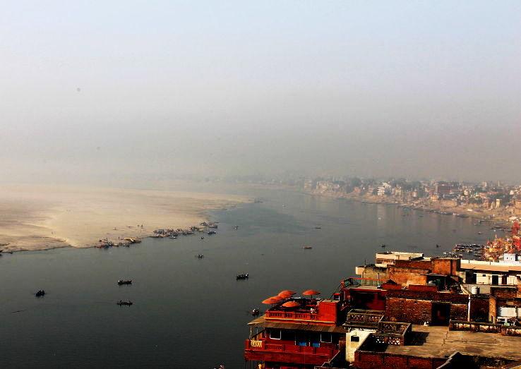 Aerial_View_Ganga_River_Banks,_Varanasi_India_2012_1448341564u80.jpg