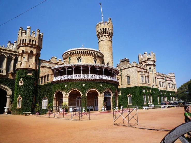 BLR_palace_main_entrance_1428327590s11.jpg
