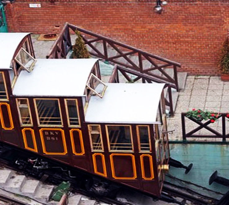Pilgrims can now cover 1400 meters in 3 min thanks to India s first Funicular Trolley