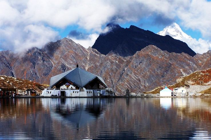Gurudwara-Hemkund-Sahib-Uttarakhand_0_1426269016u120.jpg