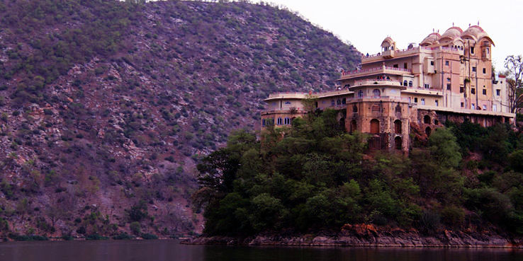 Best Historical Places to Visit Near Alwar