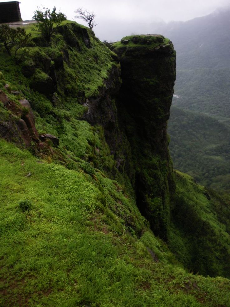 22 Best Places to Visit Near Mumbai from 50km to 500km