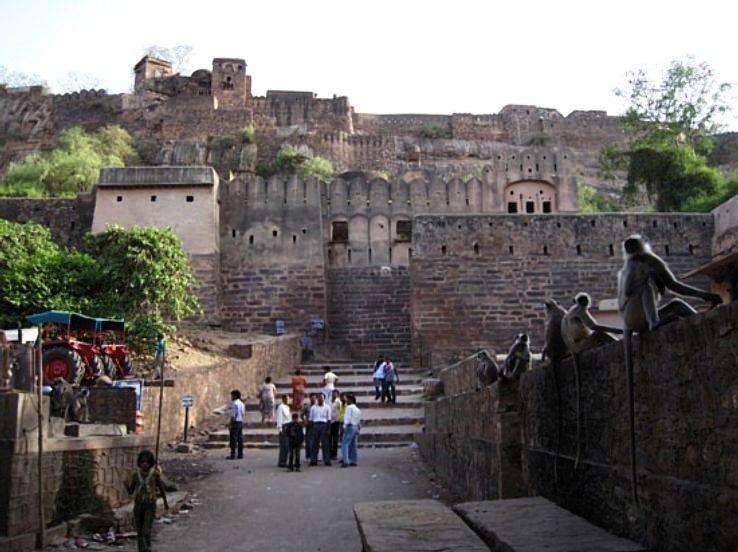 Naulkha_gate,ranthambor_fort_1426325218u150.jpg
