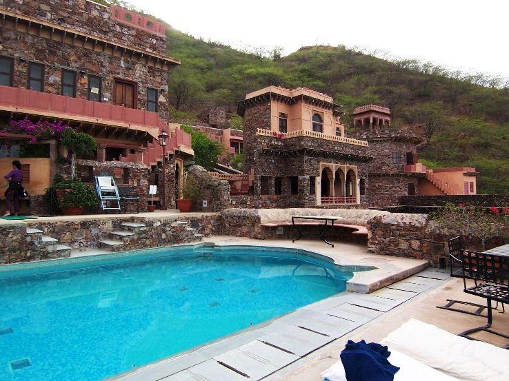 Neemrana_Fort_Palace_pool_1428323224u20.jpg