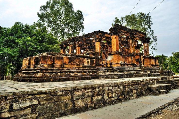 Nova_Toran_Temple_,_Khor_,Neemuch_Nimach_near_vikram_Cement_Campus_(15)_1426325219u170.jpg