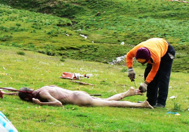 Sky-Burials-Tibet_1425475139i50.jpg