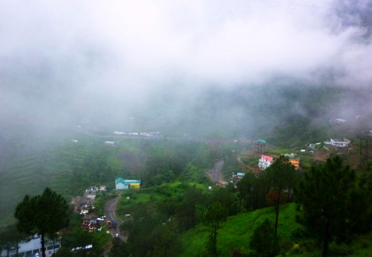 Solan_city_during_monsoons_1428325729u90.jpg
