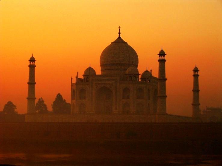 Taj_Mahal_in_India_1431663763e11.jpg