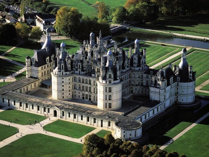 5 Most Beautiful Royal Palaces in the World