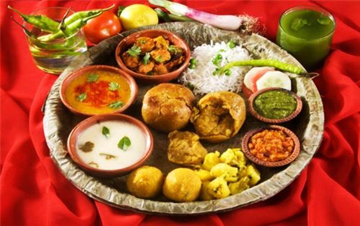 Delicious street food trails in Madhya Pradesh
