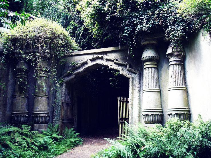 highgate_cemetery4_1444116499u21.jpg