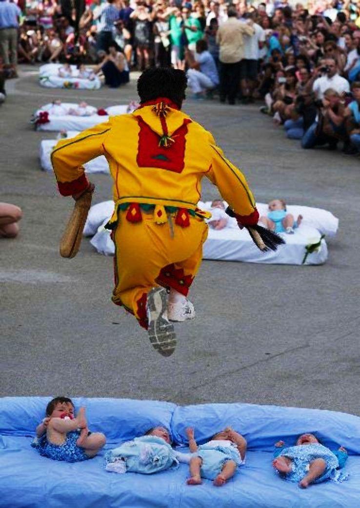 jumping-babies_1425475138e11.jpg