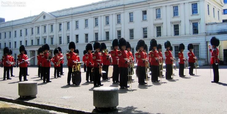 london2005_changing-of-the-guards-at-buckingham-palace-(119).jpg