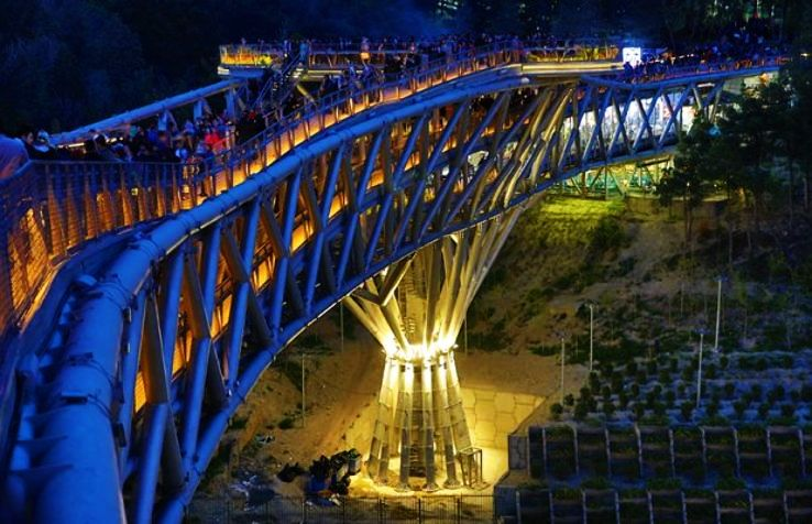 Most Amazing Pedestrian Bridges Around the World