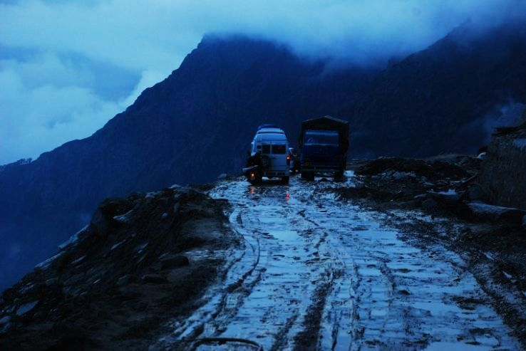 road-rohtang-pass_1426244419u60.jpg