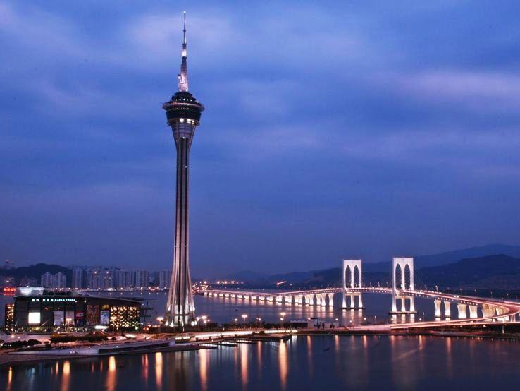 sample-sky-tower-at-night_1477139205u100.jpg