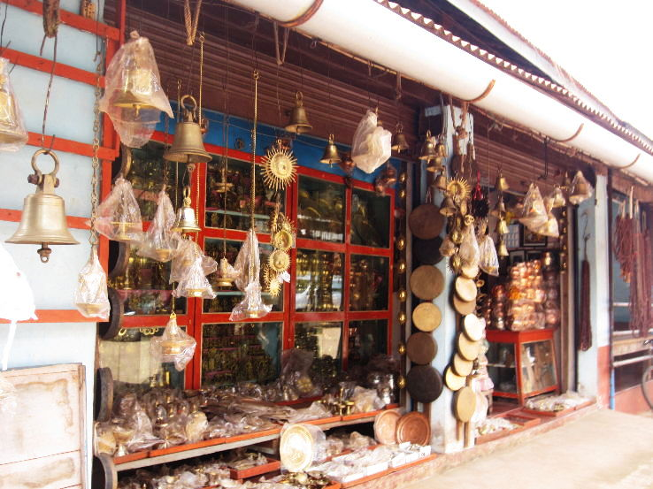 souvenier-shop-near-gokarna-beach_1462604952u40.jpg