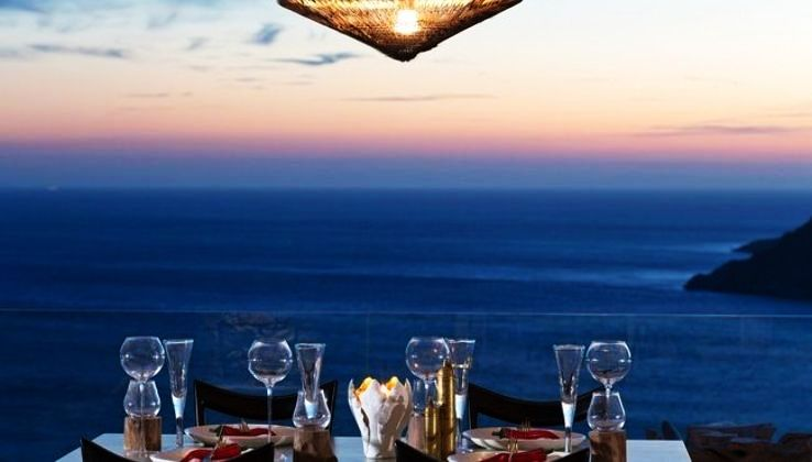 Enjoy a Luxurious Dine-In Experience At The Best Beach Restaurants In Mumbai